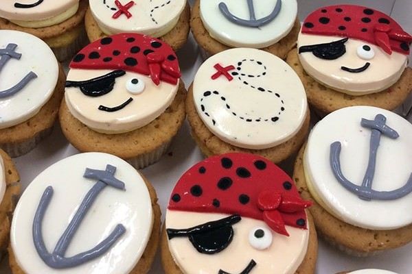 Kids' Novelty Pirate Cupcakes-min